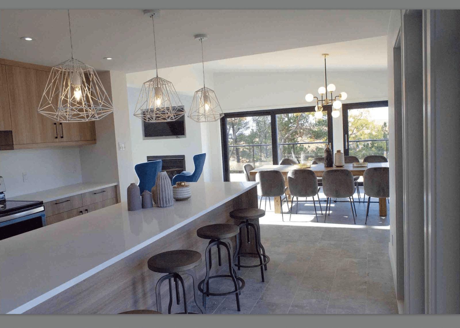 Vue cuisine et salle à manger